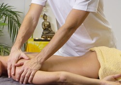 Centre AL massage therapist with patient